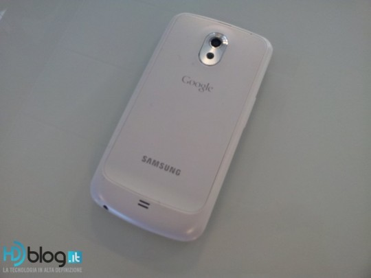 galaxy-nexus-white-1-540x405.jpg
