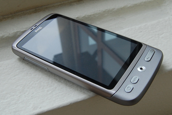 HTC-Desire-silver-Android-2.jpg